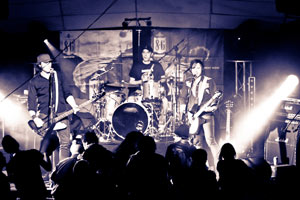 concert rock on snowboard tour