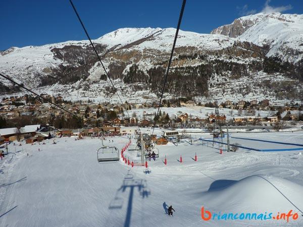 Début de la ligne avec vue sur le front de neige de Monêtier