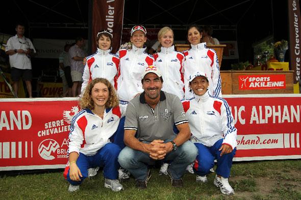 Luc Alphand et l'équipe de France féminine