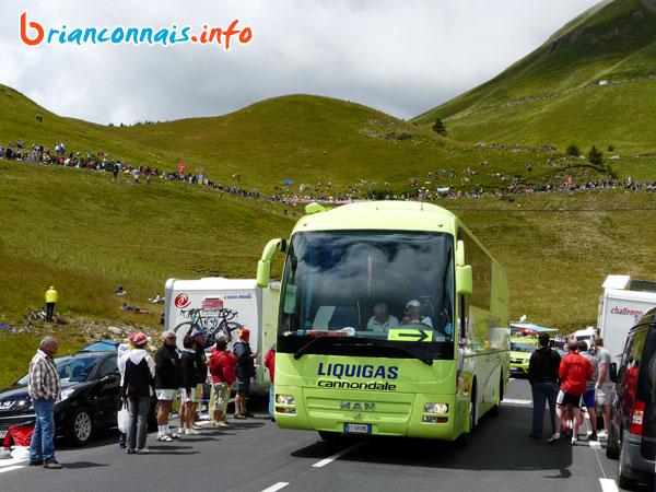 L'arrivée des bus des équipes